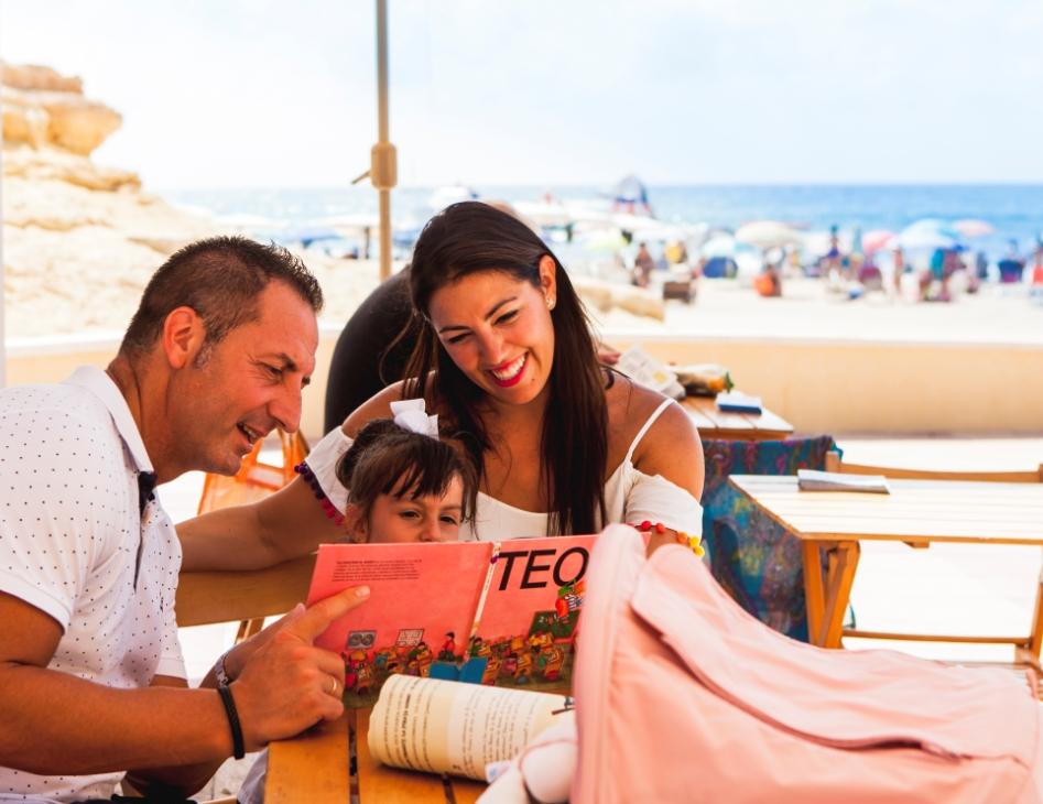 BiblioPlaya en verano en Playa del Carrer la Mar