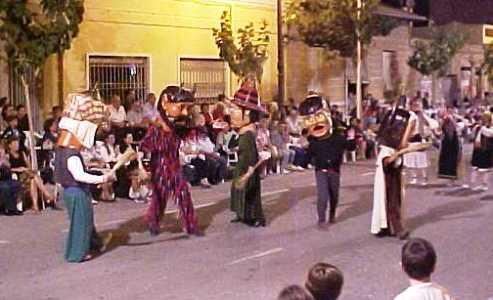 Desfile durante las Fiestas de Moros y Cristianos