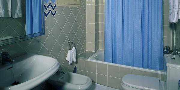 Baño habitación Hotel Mar Azul