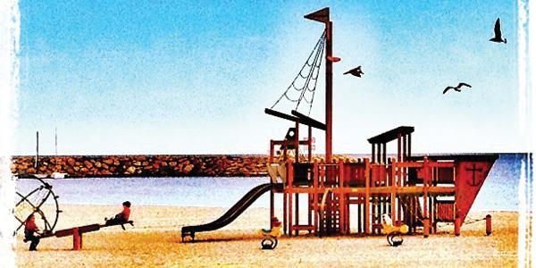Juegos infantiles en la Playa Carrer la Mar